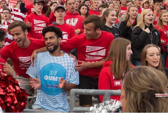 Eerste jaars student geeft 43,000 potjes Mentos weg aan zijn nieuwe vrienden
