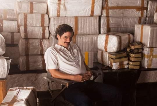 Internetpiraten opgepast: wie Narcos download, krijgt billenkoek van de (fictieve) drugsbaronnen